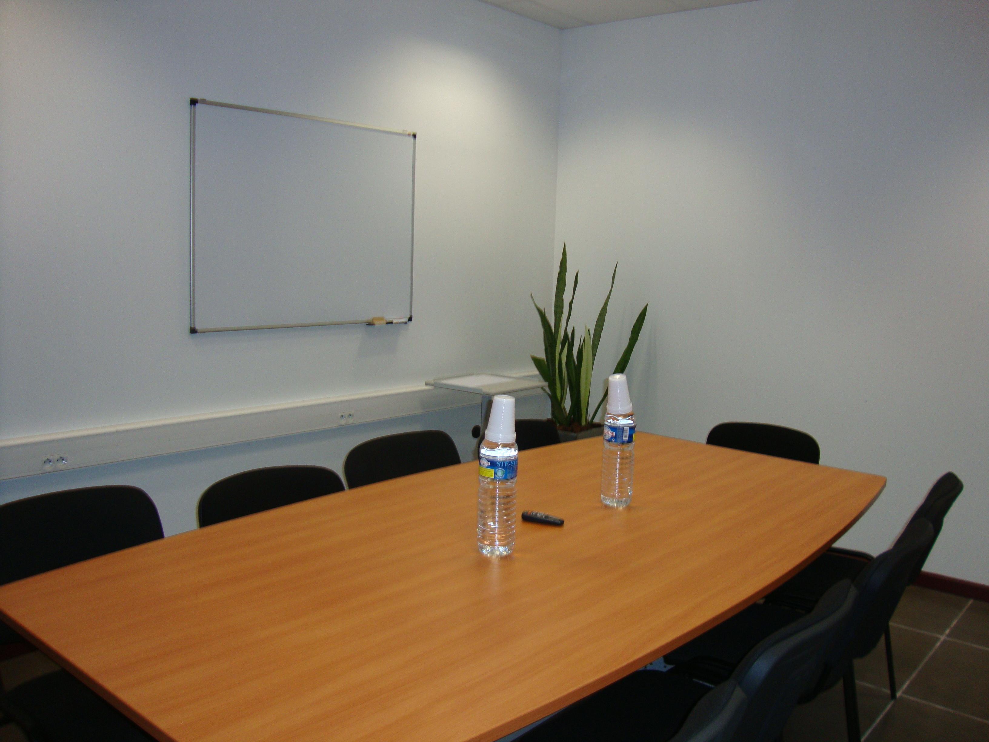 Location bureau salle de r union private mail cayenne for Reglementation capacite salle de reunion